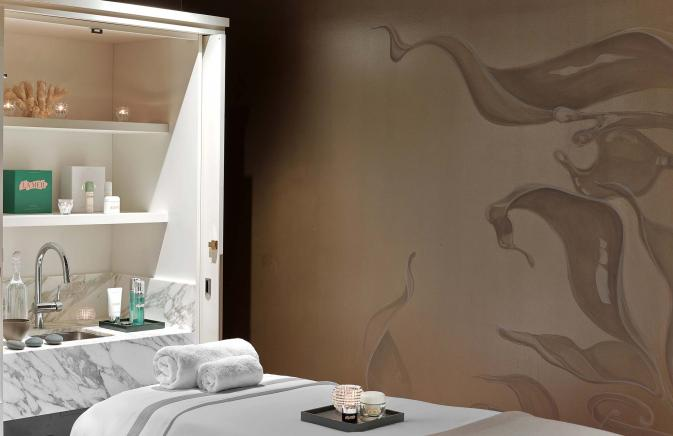 A table in one of the treatment rooms at Spa de la Mer
